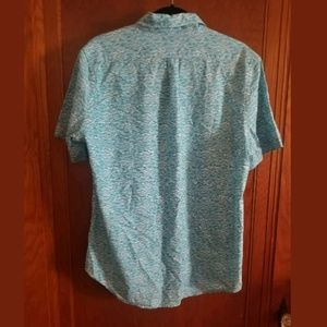 Vineyard Vines Shirts - Vineyard Vines Tucker Slim Fit Waves Button Top M